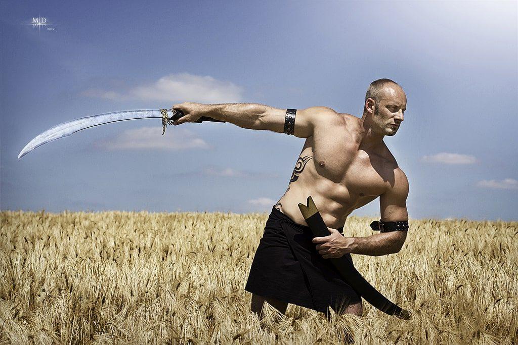 גבר עם חרב כסמל של גבריות