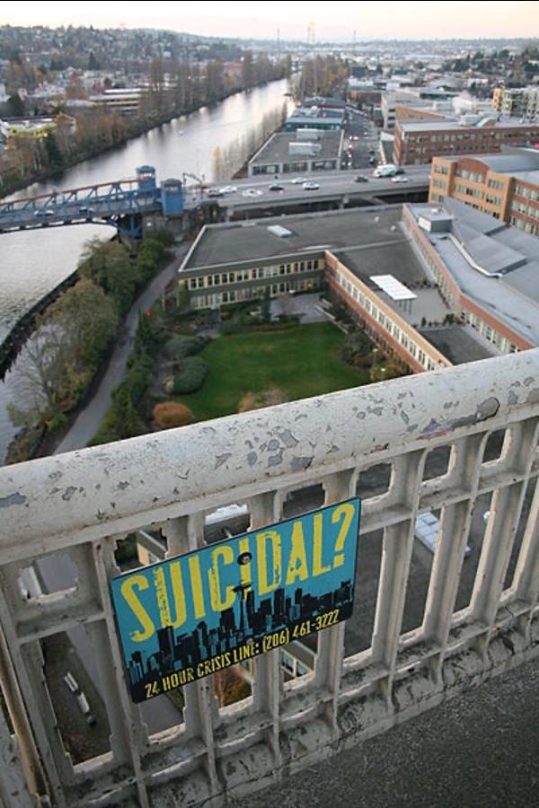שלט למניעת התאבדות על גשר