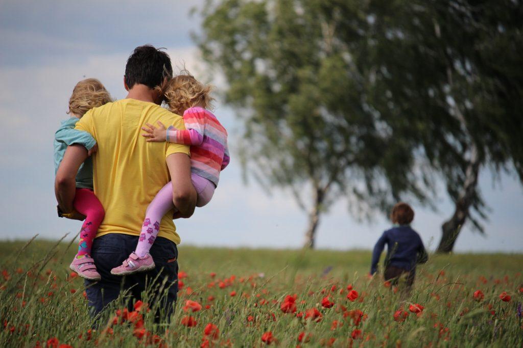 נוכחות ההורים מסייעת בהתמודדות עם חרדות אצל ילדים