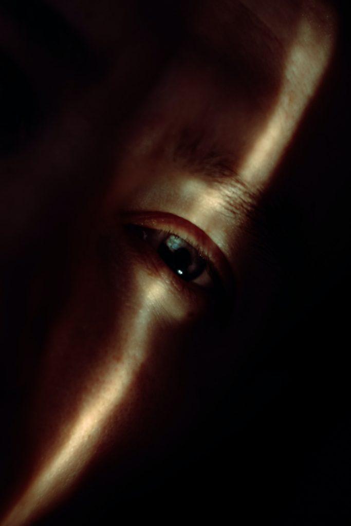 עין של אדם המתמודד עם דיכאון